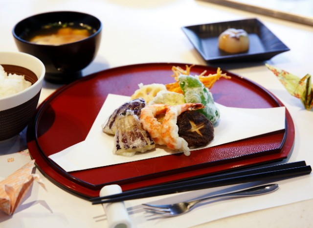 [PM] Tempura Cooking Class & a Casual Walk at the Imperial Palace