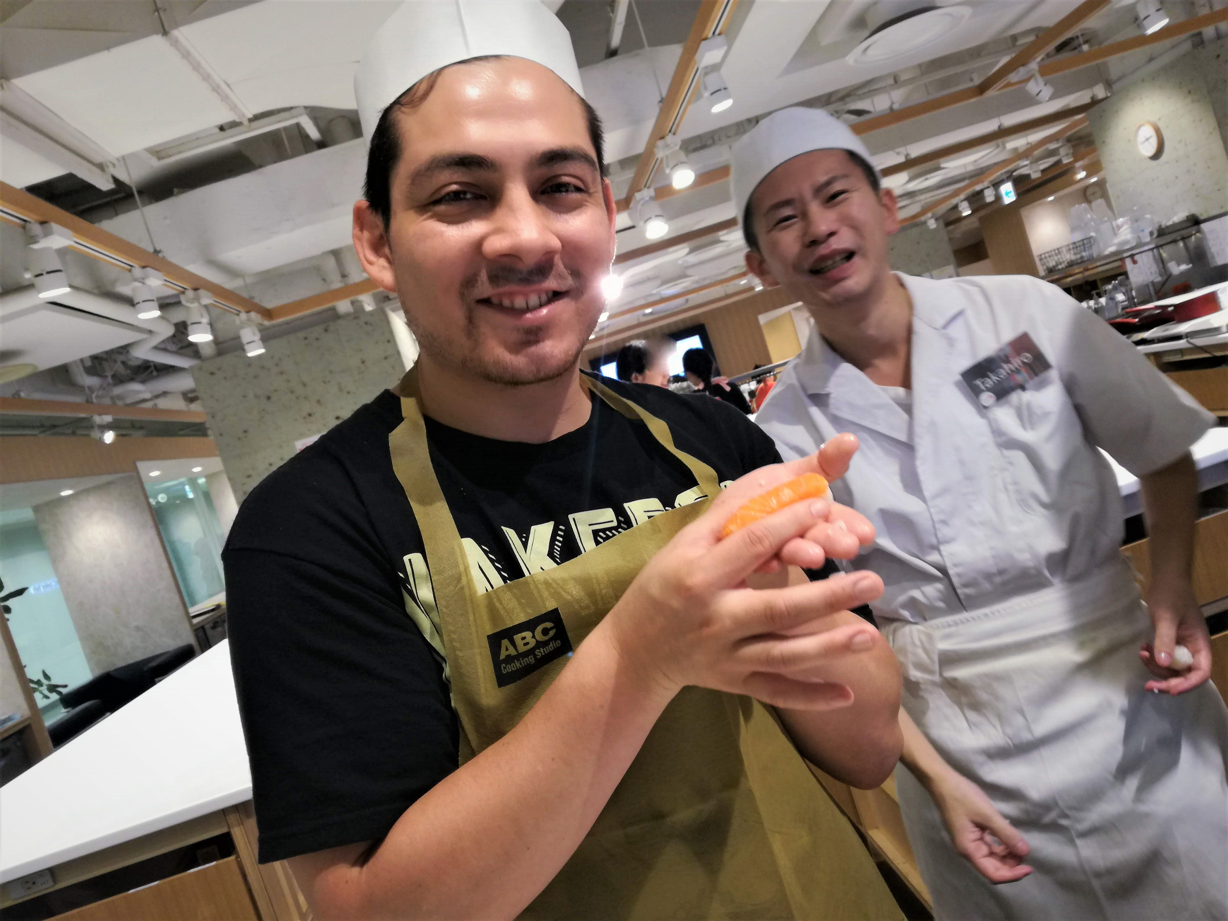 Tsukiji Old Outer Market Tour + Nigiri Sushi Making with Sushi Master